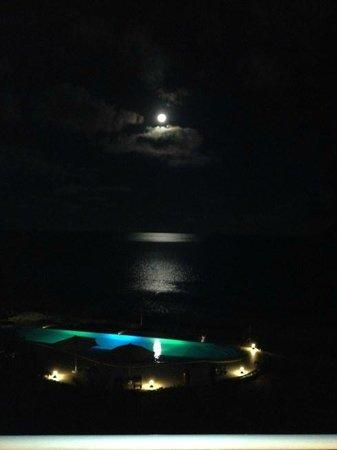 Villa Kalista: Pool at night