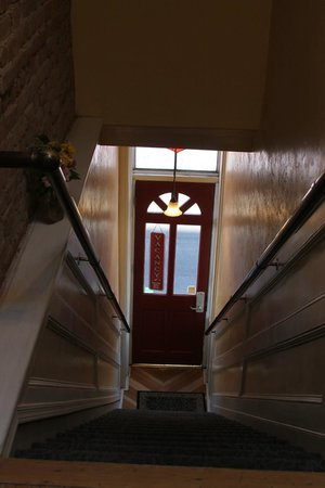 Letson Loft Hotel: Stairs to climb front & back--not for handicapped