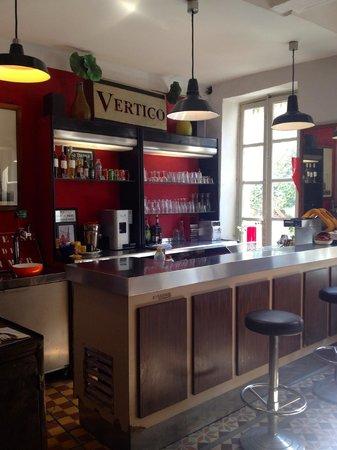 Hotel Vertigo - Centre : The Bar - cheap drinks at one euro for a glass of wine!