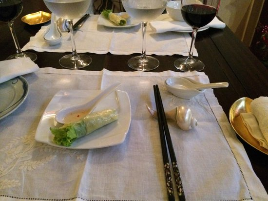 Club Opera Novel: Lovely setting and amuse Vietnamese hand-roll