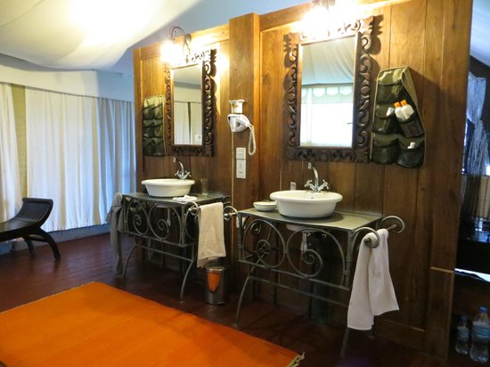 Masek Tented Camp: bathroom