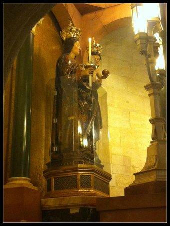 Santuario e Basilica di Bonaria: Imagem de N. Senhora de Bonária.