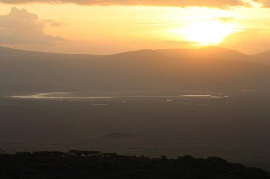 Ngorongoro Sopa Lodge : beautiful sunset over the crater