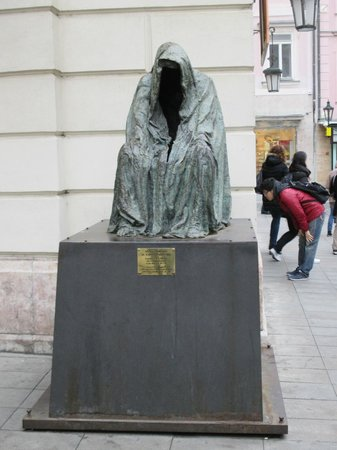 Discover Prague Tours : I won't spoil the story about this statue