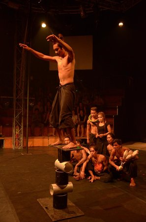 Phare, The Cambodian Circus: 日蝕!Eclipse!