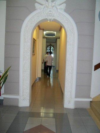 Spring Hotel: Hallways