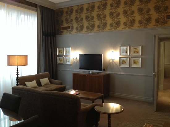 Waldorf Astoria Edinburgh - The Caledonian: living room - suite