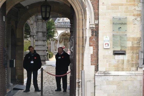 Rubens House (Rubenshuis) : На входе в дом-музей