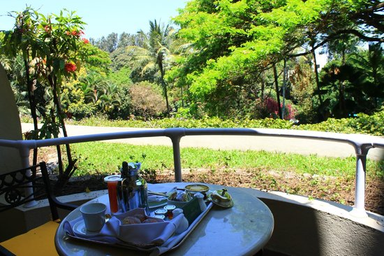 The Oberoi, Bangalore: Breakfast on the balcony: especially nice if you are not on the 1st floor