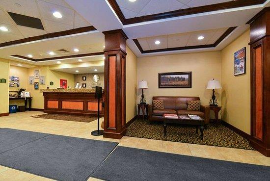 Comfort Inn & Suites: Lobby sitting area