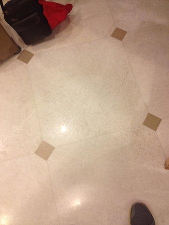 Prima Kings Hotel : Leak puddle on the dining room floor.