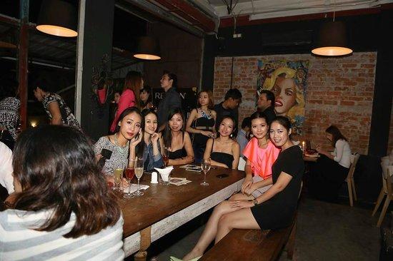 Mojo Lounge & Restaurant: Ladies night !