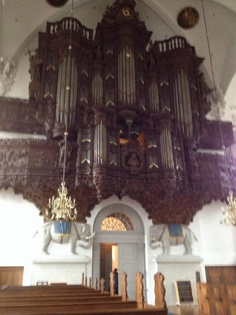 Erlöserkirche (Vor Frelsers Kirke): The symbolic elephants holding up the organ pipes