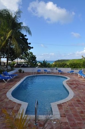 Dickenson Bay Cottages: la piscina