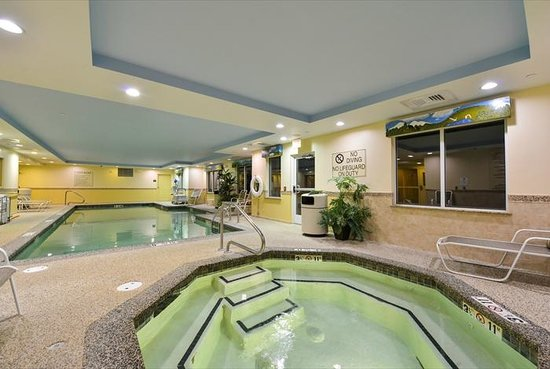 Comfort Inn & Suites: Pool and Hot Tub