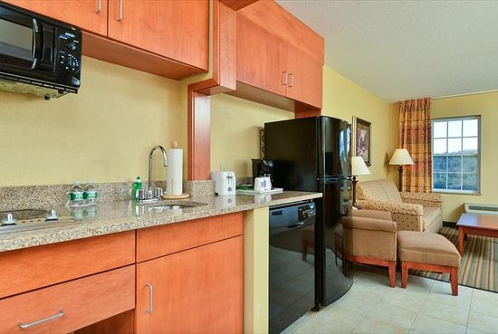 Comfort Inn & Suites: 1 Bedroom Suite Kitchen and Livingroom