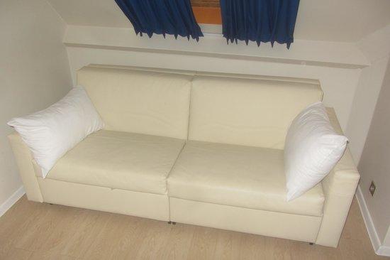 Ibis Styles Paris Maine Montparnasse : Le canapé-lit
