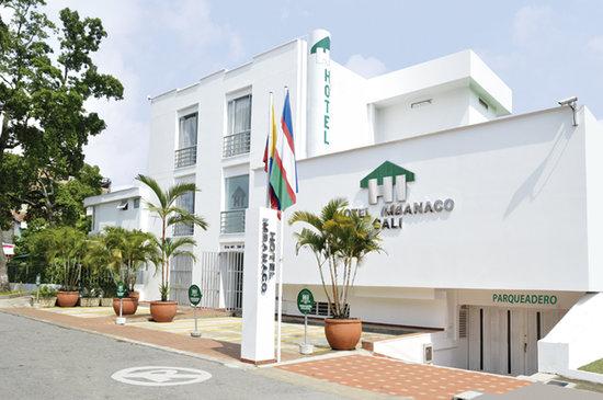 Hotel Imbanaco Cali: FACHADA DEL HOTEL IMBANACO