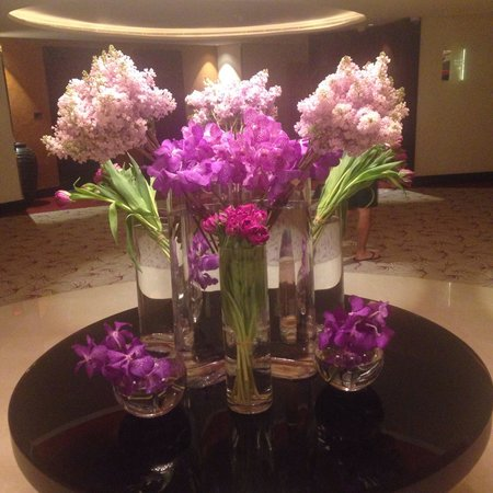 The Address Downtown Dubai - TEMPORARILY CLOSED: The flowers!!!