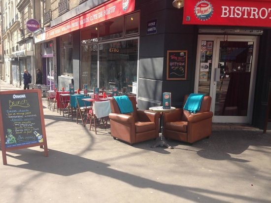 le coin vip en terrasse photo de bistrot du why not paris tripadvisor. Black Bedroom Furniture Sets. Home Design Ideas