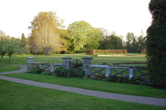 Roxburghe Hotel & Golf Course: Going for a walk