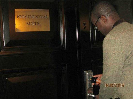 InterContinental Athenaeum: Door to Presidential