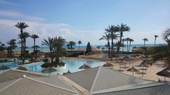 Zephir Hotel & Spa: Blick auf Pool und Meer