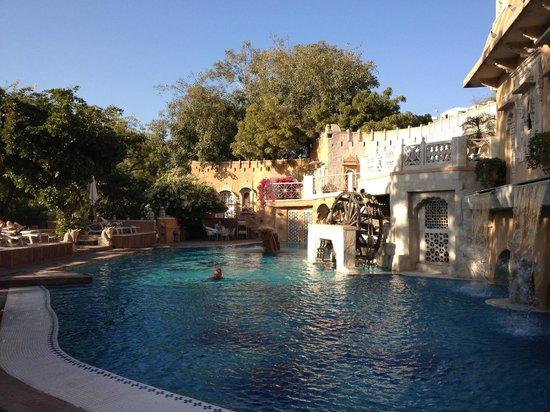 Ajit Bhawan : gorgeous pool