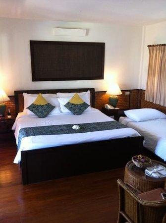 Phi Phi Island Village Beach Resort: chambre