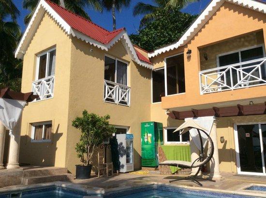 hotel grounds picture of villa nicole jacmel jacmel. Black Bedroom Furniture Sets. Home Design Ideas