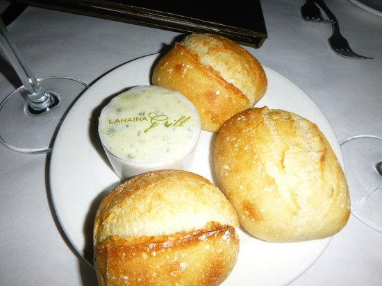 Lahaina Grill: Even the bread and butter was special!