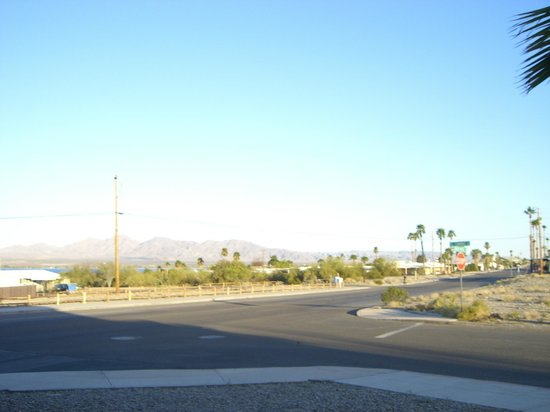 Lake Havasu Travelodge: View of the Colorado river accross the street.