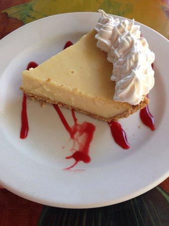 Tiki Bar & Restaurant: Delicious Key Lime Pie!!!