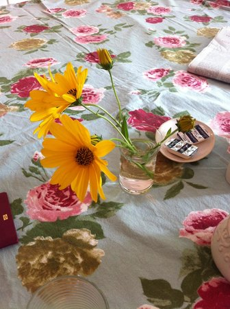 Penelope's Guesthouse : You can find fresh flowers everywhere from the garden
