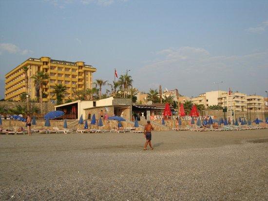 Mahmutlar, Turkey: Вид на отель с пляжа