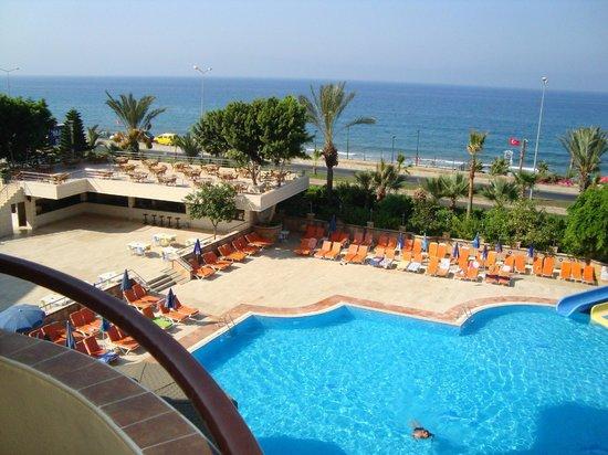 Hotel Happy Elegant: Вид с балкона