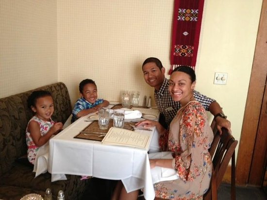 McCloud Hotel: Family enjoying Mother's Day Dinner