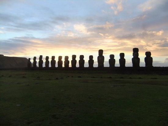 Tekarera Kainga Ora & Kainga Nui: Sunrise at Tongariki