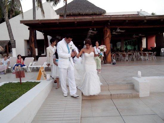 Park Royal Ixtapa : los novios llegando ANTES de los invitados y ANTES de que acabaran de montar el evento