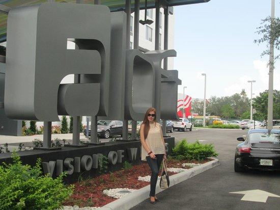 Aloft Miami Doral: entrada al hotel
