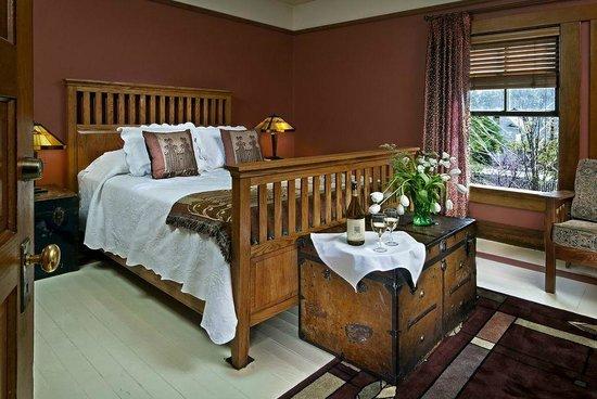 McCloud Hotel: Room 204