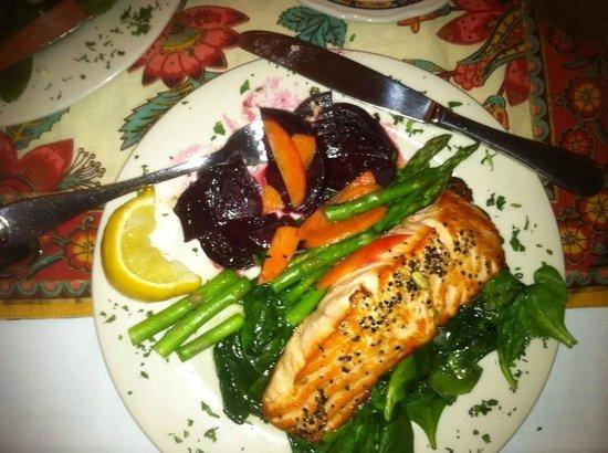 McCloud Hotel: Yummy Salmon Dinner