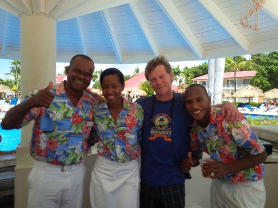 Grand Bahia Principe La Romana : Staff at the pool bar.