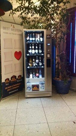 BEST WESTERN Transmar-Travel Hotel: Die Minibar. Bier für 3,20 !