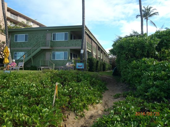 Kihei Kai Oceanfront Condos: view of the condo from beach.