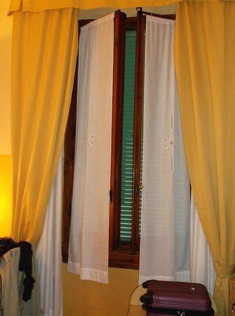 Hotel Fiorita : Charming Huge Window in My Room