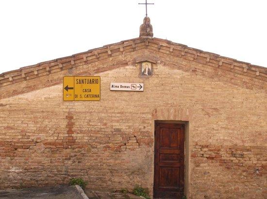 Hotel Alma Domus : Walkway to St. Catherine's Casa Right Around the Corner