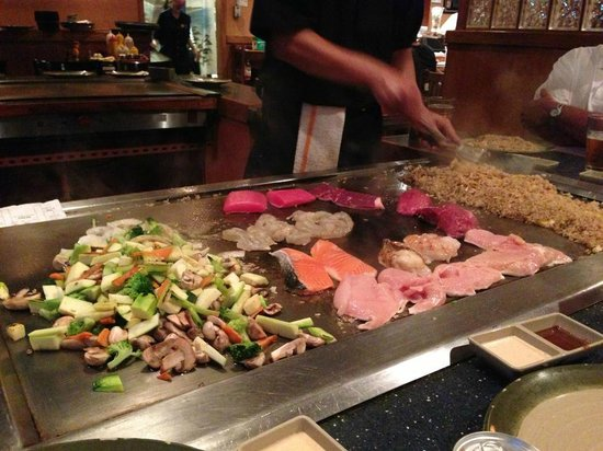 Kumo Japanese Steakhouse : Dinner with a show...don't try this at home!