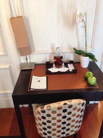 Heritage Avenida Liberdade: The desk (complimentary Muscat)