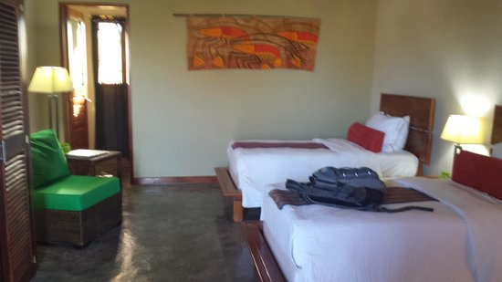 Soma Surf Resort: my bedroom had 3 twin size beds